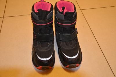 Prodám kvalitní zimní boty zn. Superfit s goretexem pro holky velikost 32 a  33 aed6430411