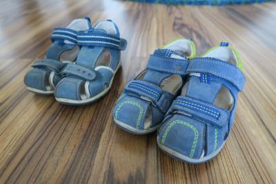 Kožené kotníkové sandálky Superfit ve výborném stavu. Mám dvoje - jedny  jsou za 250 Kč. Prodám i zvlášť. Kupovány nové. ZNAČKA  SUPERFIT VELIKOST   26 575bf3708b